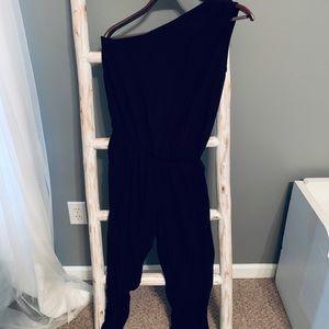 Pants - Beautiful black off one shoulder jumpsuit